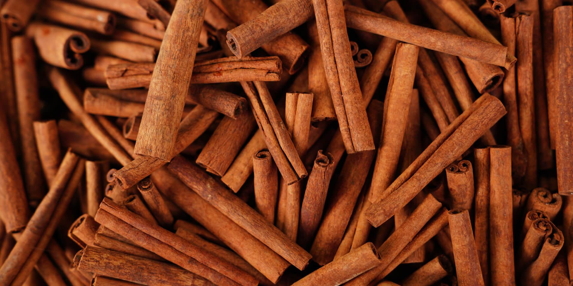 lamelles de cannelle utilisé pour extraire de l'huile essentielle et en faire un parfum