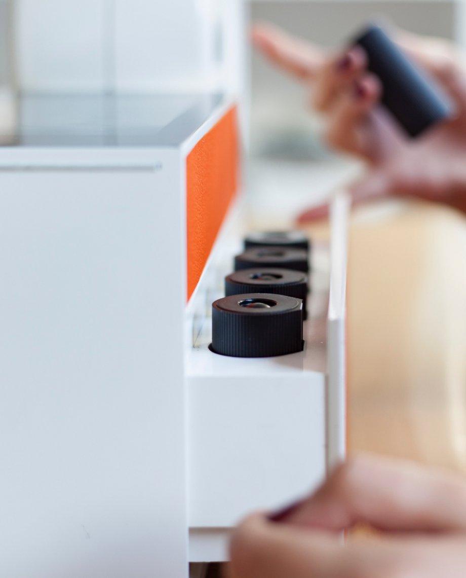 Compoz Parfum Compositeur cuir orange parfum ambiance sur-mesure amélioration sommeil huile essentielle naturelle