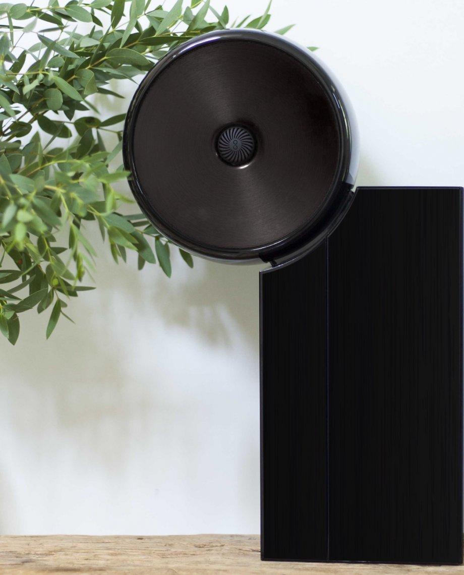 Compoz Compositeur noir laqué gros plan nature design décoration effet brossé interieur