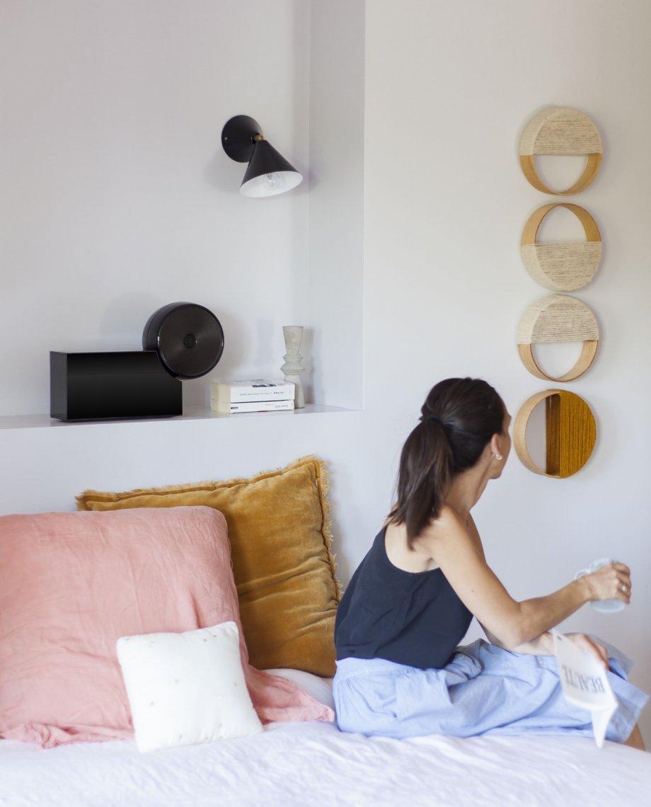 Compoz Compositeur noir laque haute parfumerie ambiance personnalisation chambre à coucher aromathérapie amélioration sommeil création olfactive sur-mesure composition