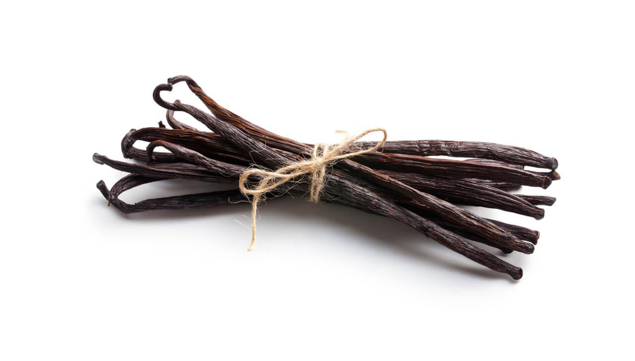 Gousse de vanille récoltée à la main à madagascar utilisée pour obtenir un parfum gourmand