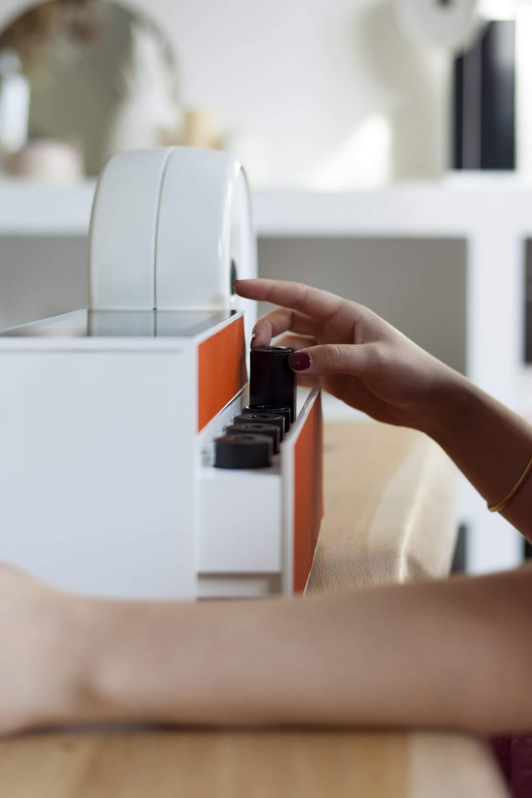Le Compositeur Compoz Parfum Diffuseur d'huile essentielle parfum naturelle finition cuir orange